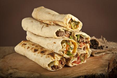 durum: Shawarma dur traditionnel kebab turc SISH enveloppement