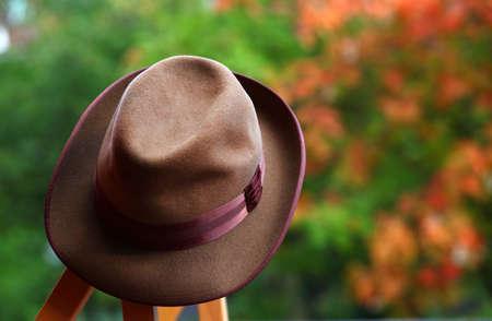 retro mans hat autumn garden Stockfoto