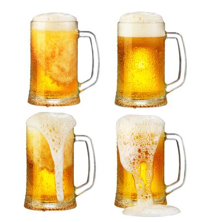kalten Becher Bier mit Schaum isoliert auf weißem Hintergrund