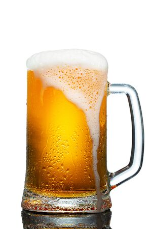 cold mug of beer with foam isolated on white background Standard-Bild