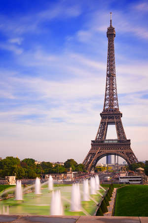'tour eiffel': Paris Eiffel Tower from Fountain Trocadero Gardens
