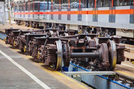 Onderstellen voor het onderhoud van de metro wagons in de werkplaats van de metro depot