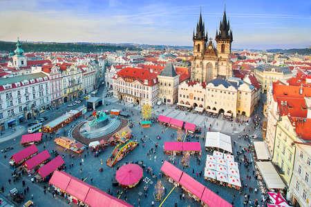 Marketplace tijdens de Paasviering in Praag, Tsjechië Stockfoto - 35562161