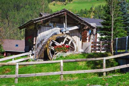 water mill: Wooden wheel of an ancient water mill in Dolomiti