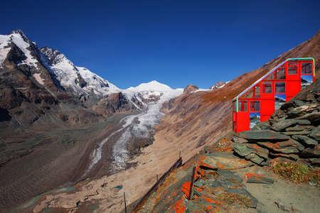 hochalpenstrasse: The cableway to Pasterze glacier  from  Kaiser-Franz-Josefs-Hoehe, Alps, Austria