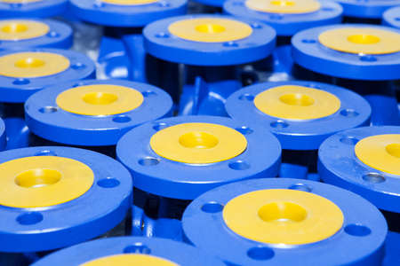 envoi: Industrial valves ready for dispatch on Euro palletes