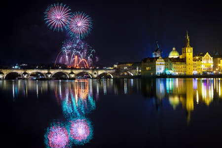 Neues Jahr Atmosphäre in Prag, Tschechische Republick Standard-Bild - 49983471