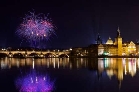 atmosfera: Ambiente navide�o en la plaza de la Ciudad Vieja, Praga, Rep�blica Checa