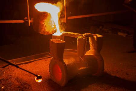 鋳造プロセス用樹脂コーティング砂製品 写真素材 - 92906873