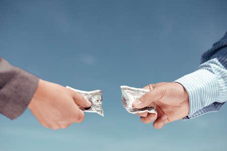 Concept foto van twee handen trekken elkaar geld bankbiljet op lichtblauwe achtergrond Stockfoto - 49295645