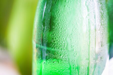 condensaci�n: Green glass bottle with condensation on it Foto de archivo