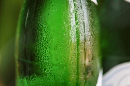 condensacion: Green glass bottle with condensation on it Foto de archivo