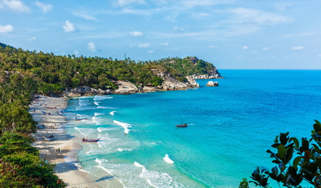 climas: Scenic views of the blue sea in Thailand