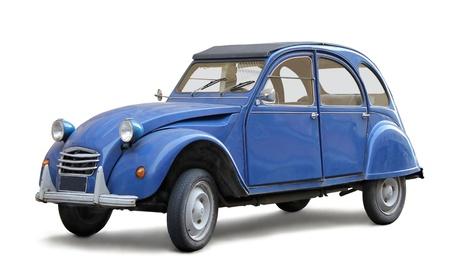 coche antiguo: Viejo coche sobre fondo blanco