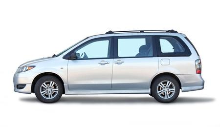 ruedas de coche: Coche con estilo de la familia vista lateral en el fondo blanco