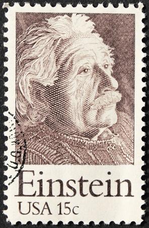timbre postal: EEUU - ALREDEDOR DE 1979. Un sello impreso en Estados Unidos muestra el retrato de la imagen del famoso físico Albert Einstein (1879-1955), alrededor de 1979.