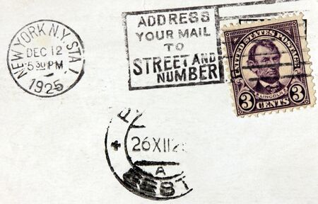 postmark: USA - um 1925. Eine Briefmarke Gedruckt in den USA zeigt Bild Portrait von Pr�sident Abraham Lincoln. Weinlese-Stempel aus New York auf einer alten Postkarte (datiert 1925)