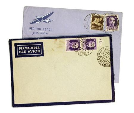 vintage envelope: Dos cl�sicos sobres de correo a�reo con el rey V�ctor Manuel III sellos de correos de Italia.