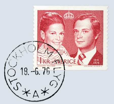 king carl xvi gustaf: SWEDEN - CIRCA 1976: A stamp printed by Sweden shows portrait of Carl XVI Gustaf King of Sweden and Queen Silvia, circa 1976.