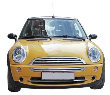 Smal yellowl vue avant de la voiture élégante isolé sur un fond blanc Éditoriale