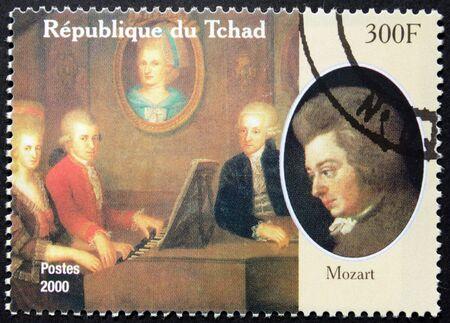 amadeus mozart: CHAD - CIRCA 2000: Un sello impreso por Chad muestra imagen Retrato del famoso compositor austr�aco Wolfgang Amadeus Mozart, alrededor del a�o 2000. Editorial