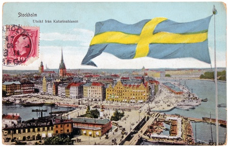 katarina: SWEDEN - CIRCA 1908: A stamp printed by SWEDEN shows portrait of Swedish King Oscar II. Stamp is on the old  postcard shows birds-eye view of Stockholm, circa 1908.