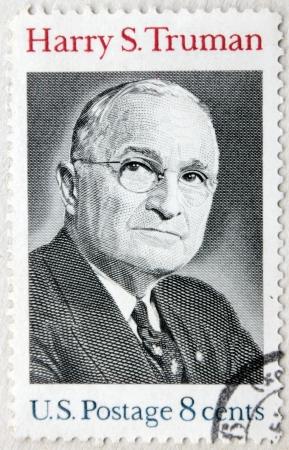 president???s: USA - CIRCA 1973. Un francobollo stampato da Stati Uniti mostra immagine ritratto del famoso politico americano, 33 � presidente degli Stati Uniti Harry S. Truman, circa 1973.