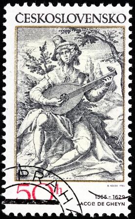 engraver: Cecoslovacchia - CIRCA 1982: Un timbro stampato in Cecoslovacchia mostra il suonatore di liuto - incisione dal pittore olandese e incisore Jacob de Gheyn (1565-1629), circa 1982.