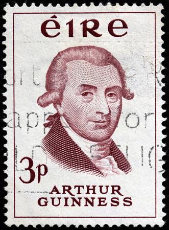 brewer: Irlanda - alrededor de 1959: Un sello impreso por Irlanda muestra imagen Retrato de la famosa cerveza irlandesa Arthur Guinness, alrededor de 1959 Editorial