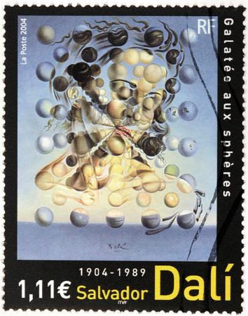 FRANCIA - CIRCA 2004: Un timbro stampato dalla Francia mostra famosa Galatea immagine delle sfere (GALATEE aux Spheres) da importanti spagnolo pittore surrealista Salvador Dalì, circa 2004 Editoriali