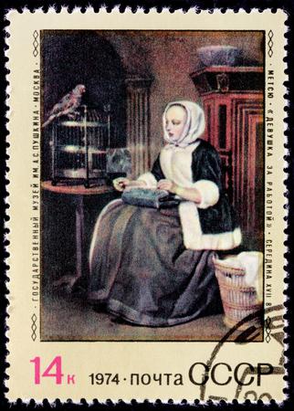 bodegones: URSS - CIRCA 1974: Un sello impreso por Rusia muestra Pintura de la muchacha en el trabajo de Gabriel Metsu - un pintor holand�s de la pintura de historia, bodegones, retratos y exquisito g�nero funciona, alrededor de 1974
