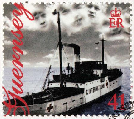 red cross: GUERNSEY - CIRCA 1995: Un sello impreso por GUERNESEY muestra de la Cruz Roja Vega Suministro nave. 50 Aniversario de la Liberaci�n, alrededor de 1995
