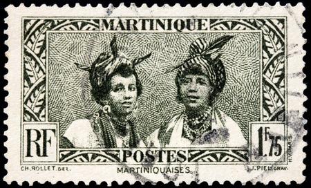 poststempel: MARTINIQUE - 10. August 2015: Ein Stempel von MARTINIQUE gedruckt zeigt Bild Portraits von zwei jungen Frauen Martinique, circa Mai 1933. Editorial