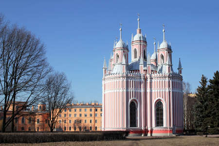 palacio ruso: SAN PETERSBURGO - 22 de marzo, 2016: La Iglesia Chesme (Iglesia de San Juan Bautista en Chesme Palace) - pequeña iglesia ortodoxa rusa en San Petersburgo, Rusia el 22 de Marzo de 2016.