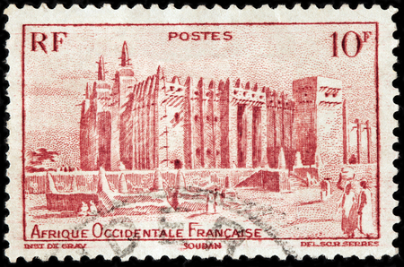 bani: LUGA, RUSSIA - NOVEMBER 29, 2016: A stamp printed by FRENCH WEST AFRICA shows view of Great Mosque of Djenne. Mosque is located in the city of Djenne, on flood plain of Bani River, circa 1947 Editorial