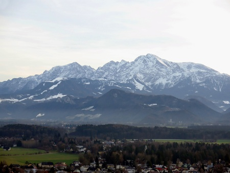 attraktion: Panorama of salzburg with alps mountain