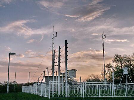 pluviometro: Estación meteorológica en el campo de la montaña