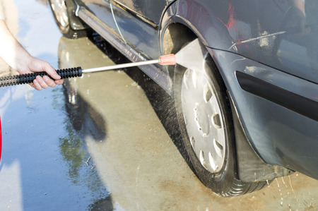coatings: The process of washing the wheels of the car at the car wash