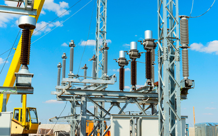 High-voltage equipment - vacuum switches and insulators on metal supports on metal supports Foto de archivo
