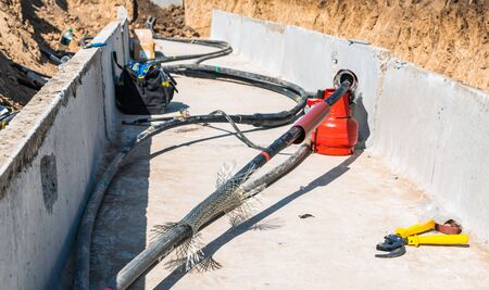Stages of cable clutch voltage of 35 thousand volts in a trench with concrete slabs