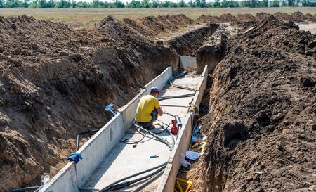 The process of cable coupling with a voltage of 35 thousand volts in a trench with concrete slabs