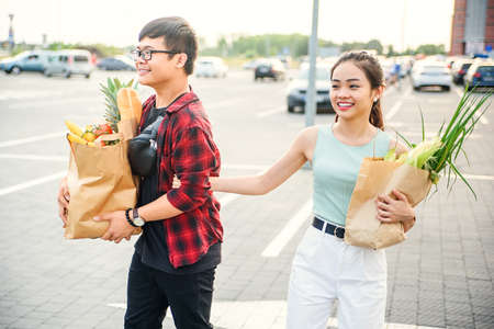 Young Asian couple in love walking in the city after shopping Banque d'images - 132227205