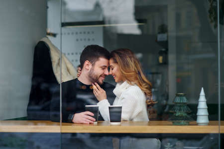 Beautiful caucasian couple in love drink coffee at cafe. Love and romantic concept. Stockfoto - 132229402