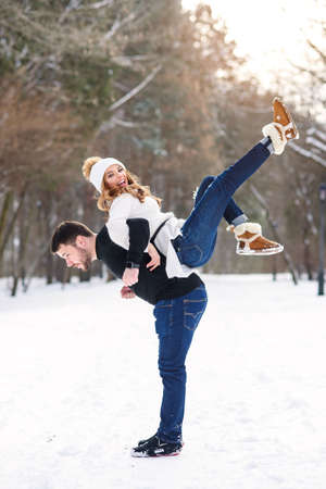 young loving couple on natural winter background. New Year and Christmas. Stockfoto