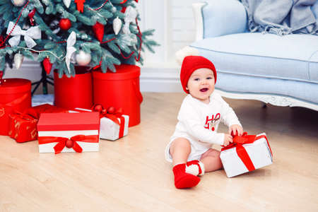 Charming toddler boy holds christmas gift box. Concept of Christmas holidays. Stockfoto - 132229746