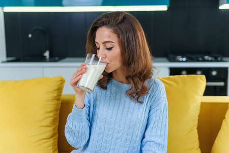 Happy businesswoman drinking a cup of coffee in her sofa Stockfoto - 132629490