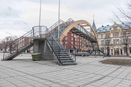 flyover: Dual in- en uitgangen van en naar het viaduct