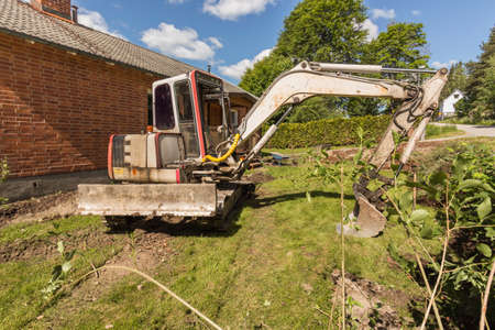 draining: Draining around the house foundation in order to avoid moisture damage to the house
