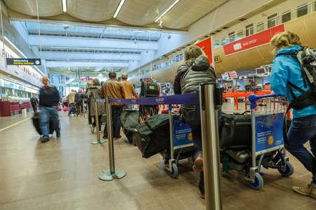 coatee: Arlanda, Sweden - Mars 26 2016; People Arlanda airport quing for check in