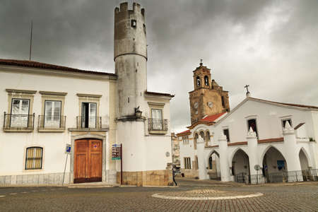 humilde: nubes oscuras de una plaza Beia. Portugal
